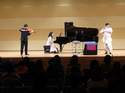 バイオリンとピアノと笛のコラボ!