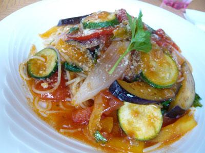 野菜たっぷりなトマトのパスタ